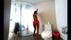 Vrpussyvision.com – Seductive Young In Red Underwear In The Toilet
