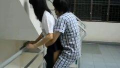 Thai Pupil หนุ่มเรียกแฟนมาเย็ดกันตรงบันไดไม่อายใคร